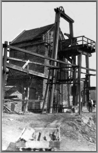 Old Photograph c.1900 of Lloyds Pumping Engine
